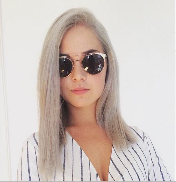 Se lleva el pelo gris