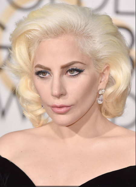 Lady Gaga Peiando globos de oro