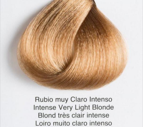 Rubio muy claro